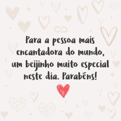 """Frase de Amor - Para a pessoa mais encantadora do mundo, um beijinho muito especial neste dia. Parabéns!"""""""