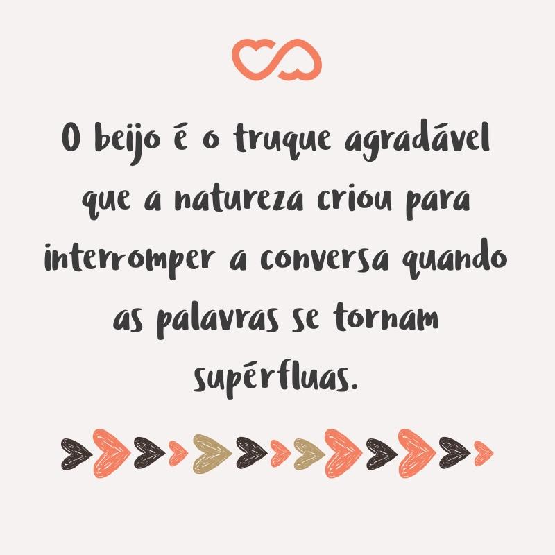 Frase de Amor - O beijo é o truque agradável que a natureza criou para interromper a conversa quando as palavras se tornam supérfluas.