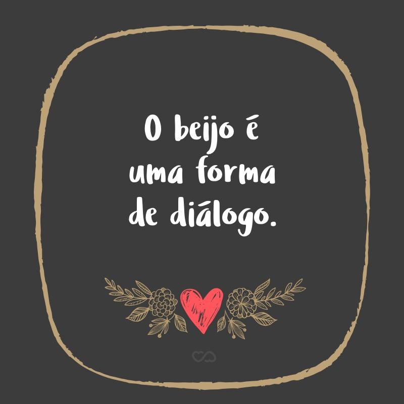 Frase de Amor - O beijo é uma forma de diálogo.