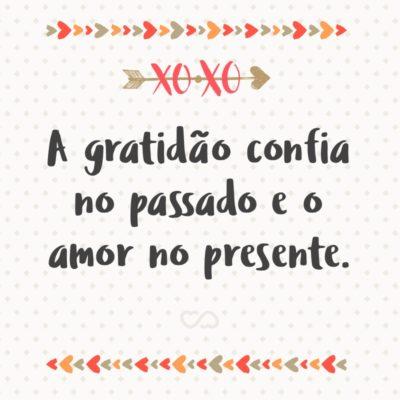 Frase de Amor - A gratidão confia no passado e o amor no presente.