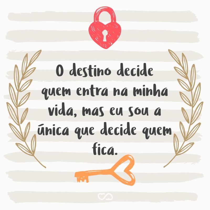 Frase de Amor - O destino decide quem entra na minha vida, mas eu sou a única que decide quem fica.