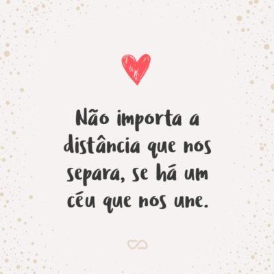 Frase de Amor - Não importa a distância que nos separa, se há um céu que nos une.