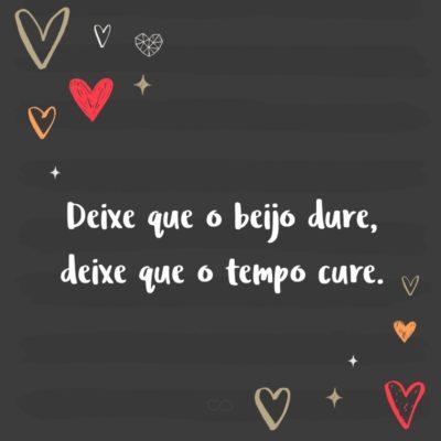 Frase de Amor - Deixe que o beijo dure, deixe que o tempo cure.
