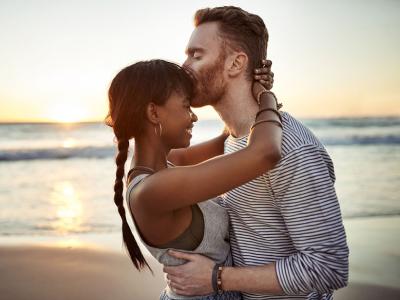 40 frases de amizade colorida para quem tem essa relação aberta