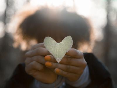 40 frases de coração expressando a complexidade do nosso íntimo