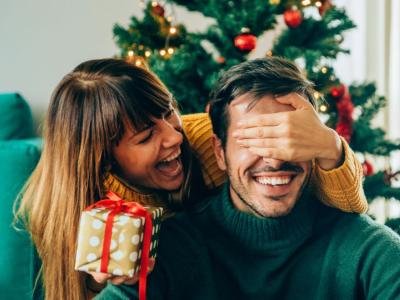 40 frases de feliz Natal para namorado repletas de amor e celebração